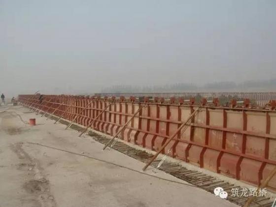 桥梁现浇钢筋混凝土防撞护栏施工全解析