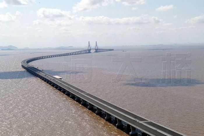 03  路桥工程 03  路桥图库 03 正文   东海大桥位于杭州湾口东