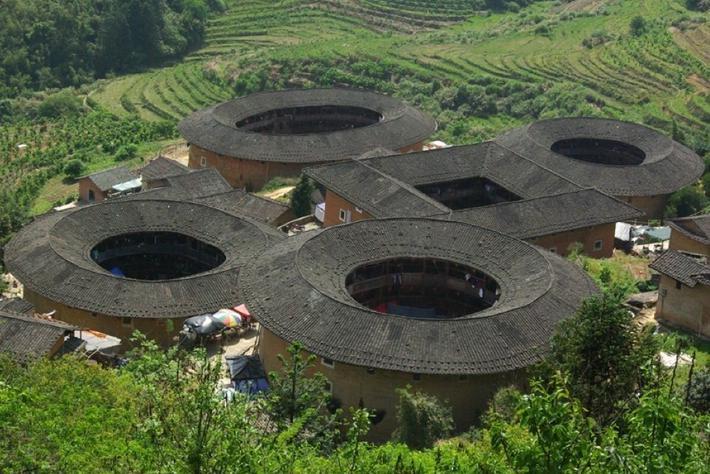 中式设计风格的古建土楼