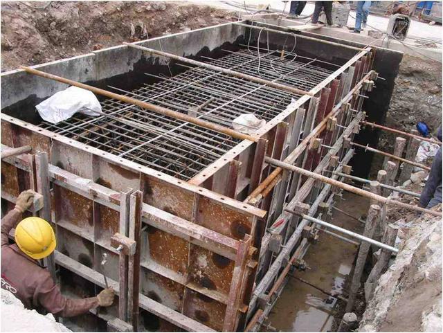 2基坑开挖   基坑开挖类型:   1)、陆(旱)地基坑开挖   (1)、坑壁不加支撑的基坑   a一般规定   (1) 基坑尺寸应满足施工要求.图片