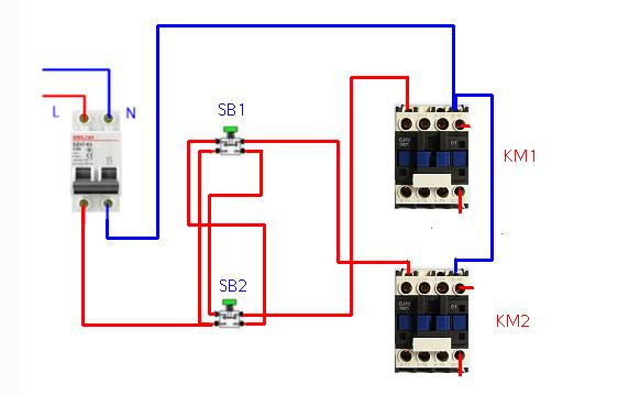 这个用到控制电机正反转很适合,因为每个接触器都有自锁.