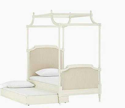 白色欧式抽屉卧室柜,可以收纳衣物   点评:家具主打白色欧式